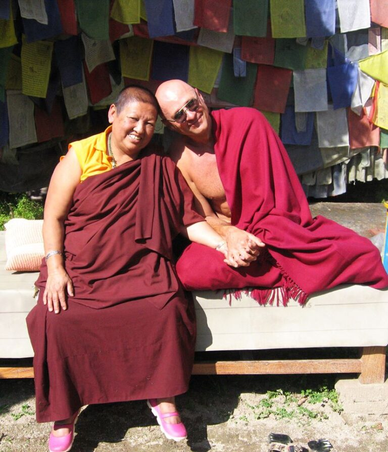 Наги Гомпа, фото Жени Та'ковского с настоятельницей женского монастыря Ани Майя