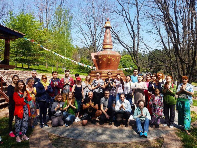 Киев, Ступа в ботаническом саду, 2018 год,семинар Жени Та'ковского по пробужденной медитации