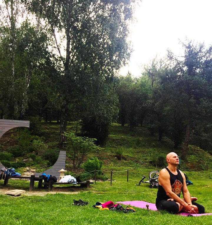 Киев, ботанический сад, занятие по Ригпа-Йоге Жени Та'ковского